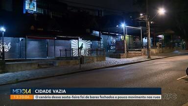 Cidade fica vazia em plena sexta-feira à noite - Bares e casas noturnas suspenderam atendimento para evitar a disseminação do coronavírus.