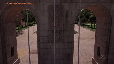 Porto Alegre muda rotina para combater o coronavírus - Ruas estão vazias e comércio está fechado.