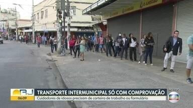 Filas na estação de trens de Duque de Caxias diminuem - Policiais militares checam se passageiros prestam serviços considerados essenciais