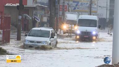 Chuva forte causa alagamentos em alguns pontos da capital baiana no início desta quarta - A Avenida ACM é uma das mais afetadas pelo problema.