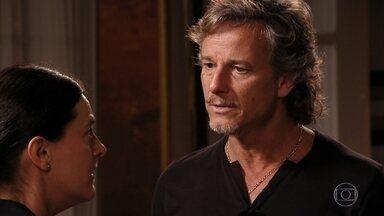 Preocupada com Lúcio, Janaína enfrenta Max - Os dois trocam ameaças de morte