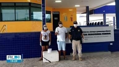 Voluntários servem refeições a caminhoneiros que não encontram restaurantes abertos - Muitos estabelecimentos fecharam por causa da pandemia de coronavírus.