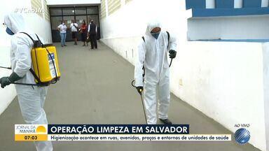 Agentes de limpeza começam operação especial de higienização das ruas de Salvador - Uma mistura de água e hipoclorito de sódio está sendo usada na ação.
