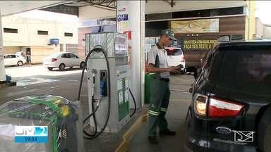Donos de postos de combustível reclamam da queda nas vendas por conta do coronavírus - Mesmo baixando o valor na bomba, a movimentação nos postos continua fraca.