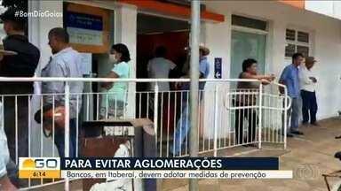 Prefeitura de Itaberaí define medidas para evitar contaminação pelo coronavírus - Representantes do município e de agências bancárias estabeleceram regras para evitar aglomerações.