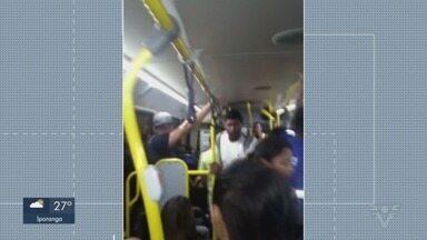 Passageiros temem contágio em ônibus lotados na região - Telespectadores mandaram fotos e vídeos do transporte público cheio em cidades, e relatam temer contágio.