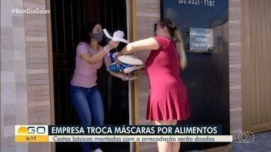 Confecção troca máscaras de tecido por alimentos, em Anápolis - A ideia é ajudar quem está em busca de proteção e, ao mesmo tempo, ajudar famílias necessitadas.