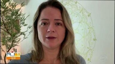 Paciente com sintomas da Covid-19 não consegue vaga em hospital e aguarda transferência - A dentista Michele Caldas conta que o pai está na CER da Barra e aguarda tranferência para internação em algum hospital especializado em tratamento para a Covid-19.