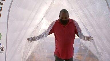 Boituva usa 'túnel de desinfecção' para combater o coronavírus - A prefeitura de Boituva (SP) começou a usar um túnel inflável para desinfecção no combate ao coronavírus. Nesta quinta-feira (9), a estrutura foi instalada na rodoviária da cidade com a proposta de desinfectar pessoas que passam por ele.