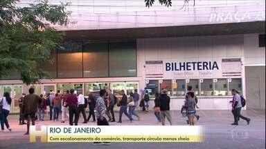 Movimento no Rio de Janeiro está 80% abaixo do normal após quatro semanas - A maioria das pessoas continua respeitando o isolamento na cidade, mas os números mostram uma ligeira queda. Na primeira semana da quarentena, em março, a movimentação nas ruas caiu 84%. Semana passada o número baixou quatro pontos, para 80%.