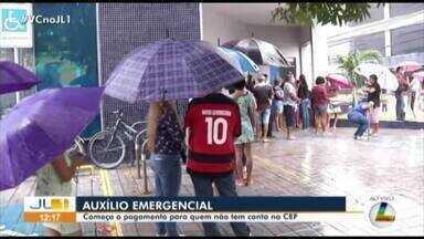 Longas filas e aglomeração marcam o pagamento do auxílio emergencial - Longas filas e aglomeração marcam o pagamento do auxílio emergencial