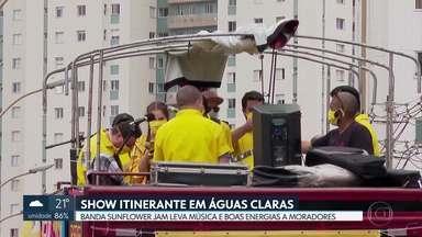 Trio elétrico leva música para as ruas de Águas Claras - Projeto de shows itinerantes da banda Sunflower Jam começou neste sábado. A ideia é que, a cada sábado, a banda esteja em uma cidade diferente.