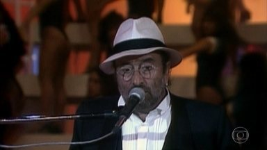 Reveja apresentação de Lucio Dalla no Domingão - Cantor italiano se apresentou no Domingão em 1993