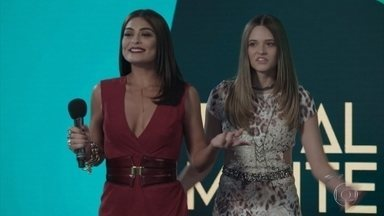 Carolina acaba com o showzinho de Cassandra - A jornalista não permite que a candidata mostre sua foto com Hugo e ameaça tirar a menina do concurso