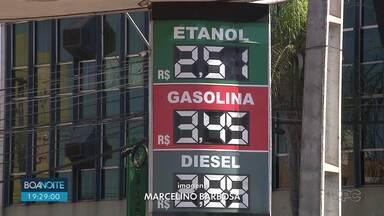 Preço da gasolina cai em Londrina - Petrobrás anunciou nova redução no valor do litro