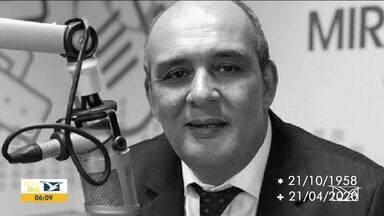 Morre o jornalista Roberto Fernandes, aos 61 anos - Roberto morreu nessa terça-feira (21) por complicações causadas pela Covid-19.