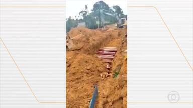 Com quase 100% dos leitos ocupados, Amazonas corre para evitar colapso na saúde - O número diário de sepultamentos triplicou e a prefeitura precisou abrir valas comuns para dar conta de tantos enterros. Da terça (21) para a quarta (22), foram 110 novos casos confirmados da Covid-19 totalizando 2.270 .