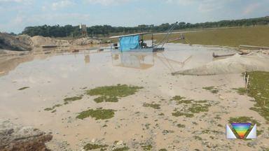 Polícia Federal flagra extração ilegal de areia em Caçapava - Funcionários de mineradora fugiram ao perceber presença da polícia.