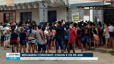 Sob chuva, cidade no interior do AM tem filas em lotérica para auxílio de R$ 600 - Única lotérica da cidade aglomerou multidão para auxílio emergencial