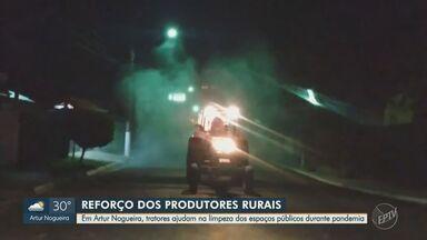 Tratores ajudam na limpeza dos espaços públicos durante pandemia em Artur Nogueira - São cerca de 20 tratores, fora os caminhões de empresas, que ajudam a fazer a limpeza no combate a pandemia na cidade.