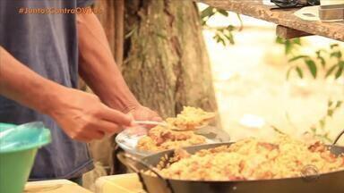Projeto Cozinheiros do Bem doam refeições para pessoas carentes; veja como ajudar - Eles também distribuem kits de higiene para moradores de rua.