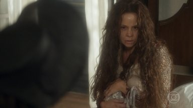 Amália tem um surto ao ouvir o nome de Sebastião - Cecília se assusta com a reação da amiga
