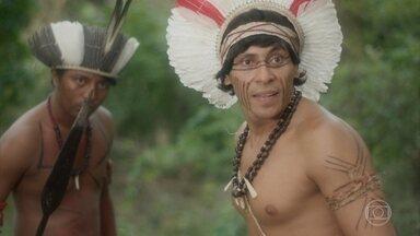 Cauré planeja matar Tinga - Jurema ouve a conversa dos índios e é perseguida e ameaçada por eles na mata