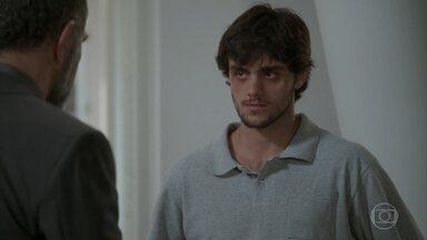 Germano pede que Jonatas pare de proteger Fabinho - Rosângela se preocupa com saúde de Jonatas. O rapaz garante que vai ficar bem e sai para trabalhar