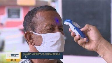 Medição de temperatura de clientes começa a ser feita no comércio de Florianópolis - Medição de temperatura de clientes começa a ser feita no comércio de Florianópolis