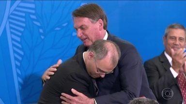 Bolsonaro diz que ainda sonha em colocar Ramagem na direção da PF - O presidente deu posse ao novo ministro da Justiça e Segurança Pública e ao novo Advogado-Geral da União, nesta quarta-feira.