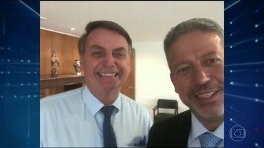 Bolsonaro se aproxima do 'centrão' para tentar formar base de apoio no Congresso - Se fechar com o grupo, presidente terá um apoio em torno de 200 deputados; mais que o necessário, por exemplo, para barrar um processo de impeachment.