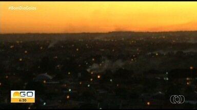 Morador denuncia queimada irregular em Goiânia - Vídeo mostra fumaça formada no setor Cruzeiro do Sul, na capital.