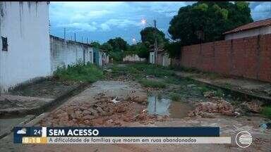 Casas na Zona Sudeste ficam sem acesso por conta de buracos na rua - Casas na Zona Sudeste ficam sem acesso por conta de buracos na rua