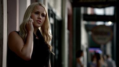Tangled Up In Blue - Depois de descobrir notícias interessantes sobre alguém próximo a Marcel, Klaus e Rebekah tentam desvendar o império de Marcel, apesar das preocupações de Elijah.