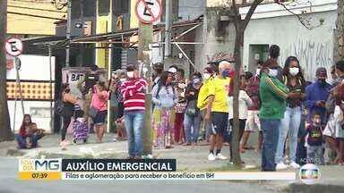 Filas e aglomeração para receber o auxílio emergencial em BH - Muitas pessoas passaram a noite na porta da agência da Caixa Econômica Federal