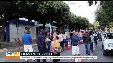 Em Curvelo, Prefeitura destina 40 servidores para organizar filas da Caixa Econômica - Muitos brasileiros ainda não conseguiram sacar o auxílio emergencial de R$600 oferecido pelo Governo Federal. Por conta disso, muitas filas são formadas na frente de agências da caixa e de casas lotéricas.