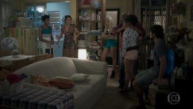 Jonatas e Florisval saem à procura de Bola - Rosângela briga com Wesley e Jeniffer e só lembra de Bola quando chega em casa