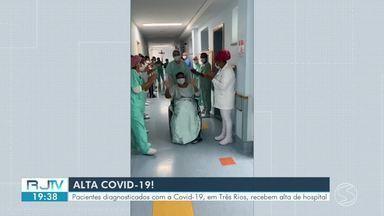 Pacientes diagnosticados com Covid-19 em Três Rios têm alta do hospital - Paciente de 49 anos recebeu alta do CTI. Outra paciente, de 43 anos, foi liberada para se recuperar em casa.