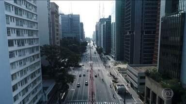 Cidade de São Paulo amplia isolamento social e vai tirar metade dos carros de circulação - Segundo a Secretaria Estadual de Saúde, a cidade já contabiliza mais de 124 mil casos confirmados do novo coronavírus e 1.986 mortes.