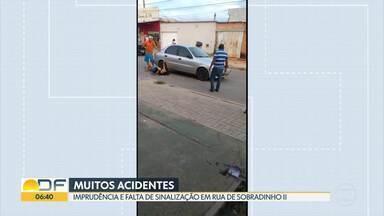 Moradores reclamam de falta de sinalização na Vila Buritizinho - Maior preocupação é com o risco de acidentes na avenida principal. Só na semana passada, foram dois casos.