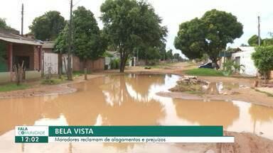 Alagamento no bairro Bela Vista é motivo de reclamação dos moradores - No período de chuva, a rua Solimões fica intrafegável.