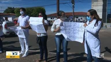 Profissionais de Saúde realizam protesto em Santa Inês - Eles reclamam de falta condições para atender os pacientes, entre eles os que chegam com sintomas de covid-19.