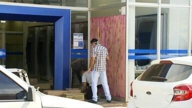 Após explosão, agência da Caixa reabre em Taquarituba - A Caixa Econômica Federal informou que a agência de Taquarituba (SP), que ficou fechada para manutenção depois que bandidos explodiram o prédio, vai reabrir nesta quarta-feira (13) para atendimento aos beneficiários do auxílio emergencial, incluindo o saque nos caixas eletrônicos.