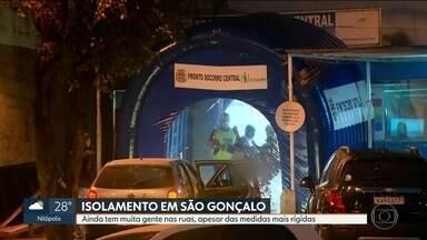 São Gonçalo ainda tem alta circulação pelas ruas mesmo com medidas mais rígidas - Apesar das medidas mais rígidas, muita gente segue circulando pelas ruas das cidades