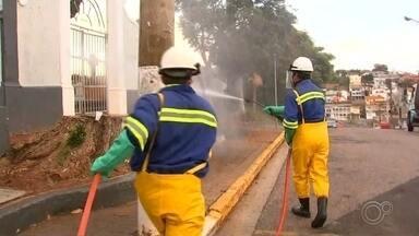 Equipes da prefeitura higienizam 16 endereços em Piedade - Em Piedade (SP), a sexta-feira (15) começou com limpeza pelas ruas. Equipes da prefeitura circularam por 16 endereços nesta madrugada e início da manhã.