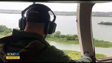 Marinha Paraguaia encontra corpo de um dos suspeitos de atingir a embarcação de militares - Policial militar segue desaparecido.