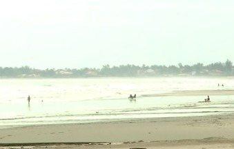 Pessoas desrespeitam decreto am praias do litoral do Piauí - Pessoas desrespeitam decreto am praias do litoral do Piauí