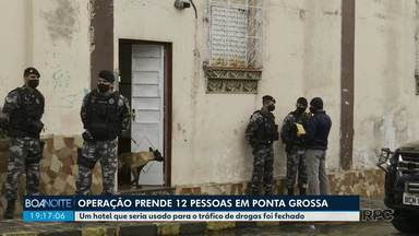 12 pessoas são presas por tráfico de drogas em Ponta Grossa - Hotel que seria usado para o tráfico foi fechado.