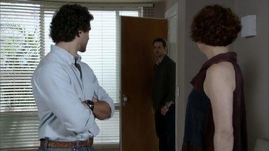 Paulo e Guaracy vão buscar Esther na clínica - Esther fica feliz por ver Paulo