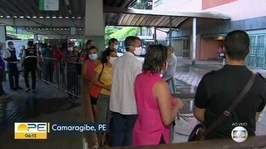 Primeiro dia útil da quarentena tem filas em terminais integrados - Em Camaragibe, passageiros relataram demora.